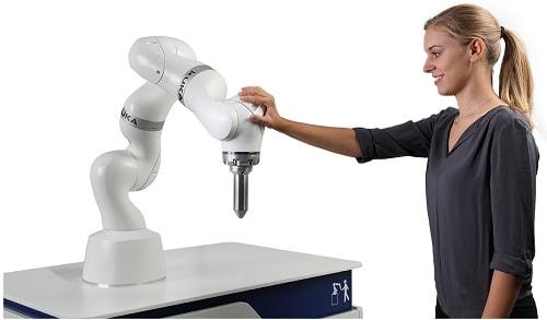 KUKA Medical Robotics at the CMEF in Shanghai: robots assist